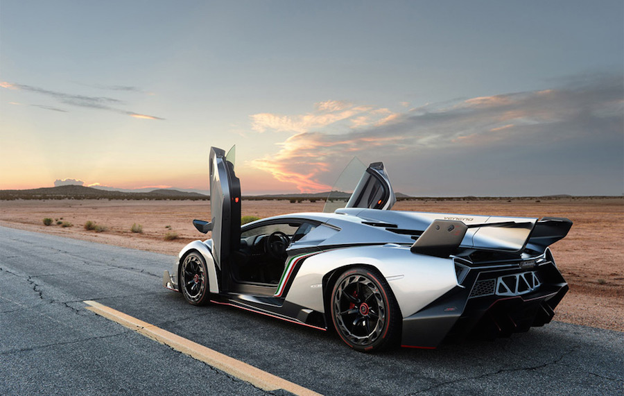 the lamborghini veneno king of fuel. Black Bedroom Furniture Sets. Home Design Ideas